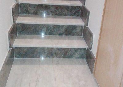 Escalera interior de granito