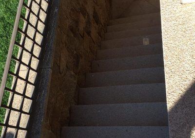 Escalera y suelo de granito