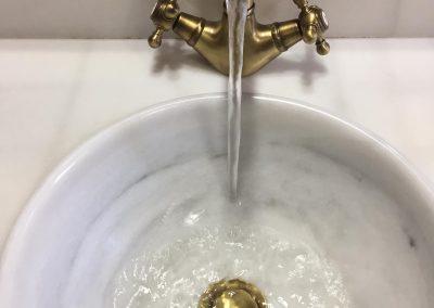 Lavabo con agua