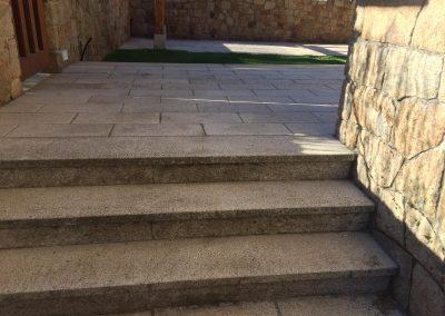 Suelo y escalera de granito