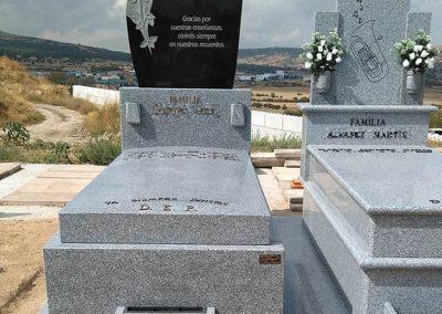 Lápidas con gravados personalizados y accesorios